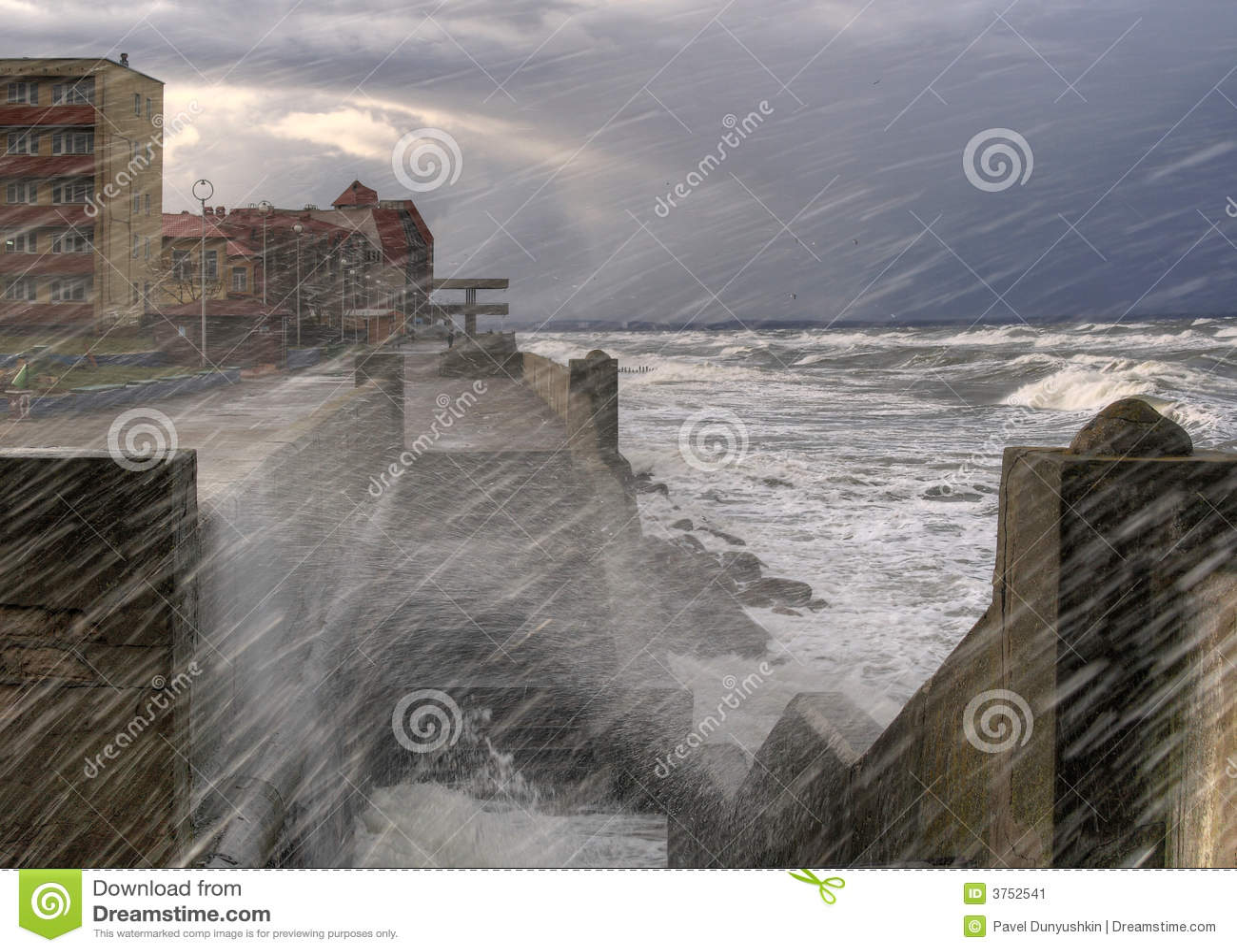 Sturm. Quay von Zelenogradsk. Baltisch