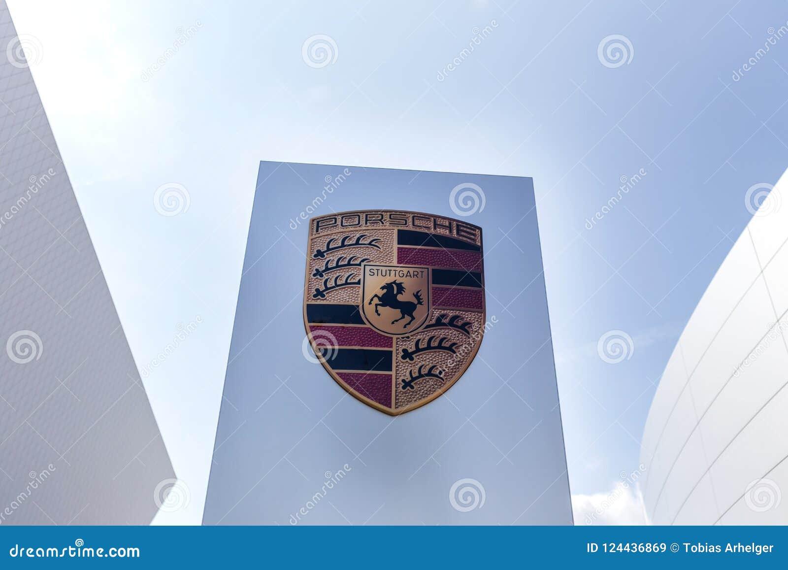 Stuttgart Baden-Wurttemberg, Germany,/- 21 08 18: porsche znak Stuttgart Germany