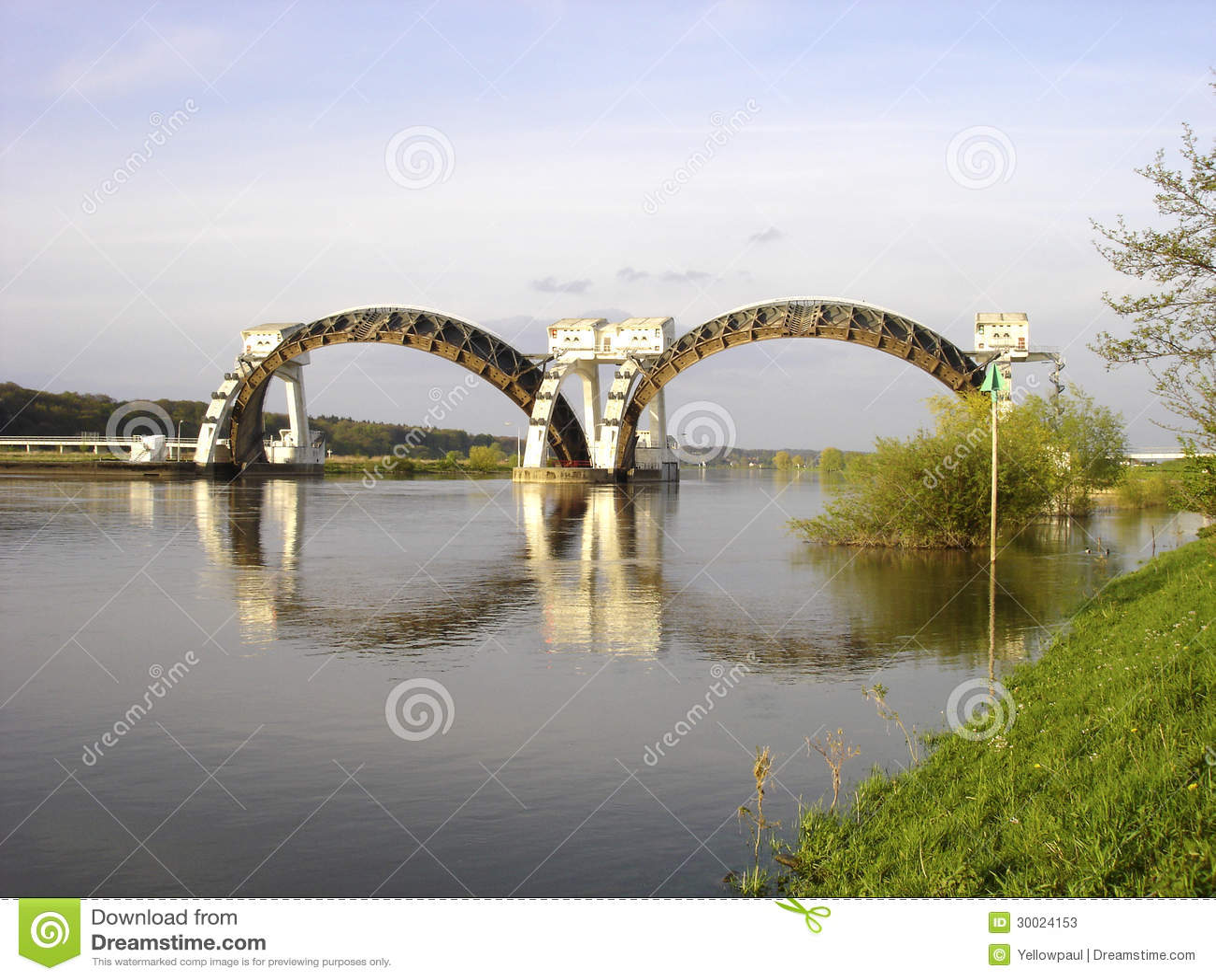 Stuw Driel jaz w rzecznym Rhine (Nederrijn holandie)