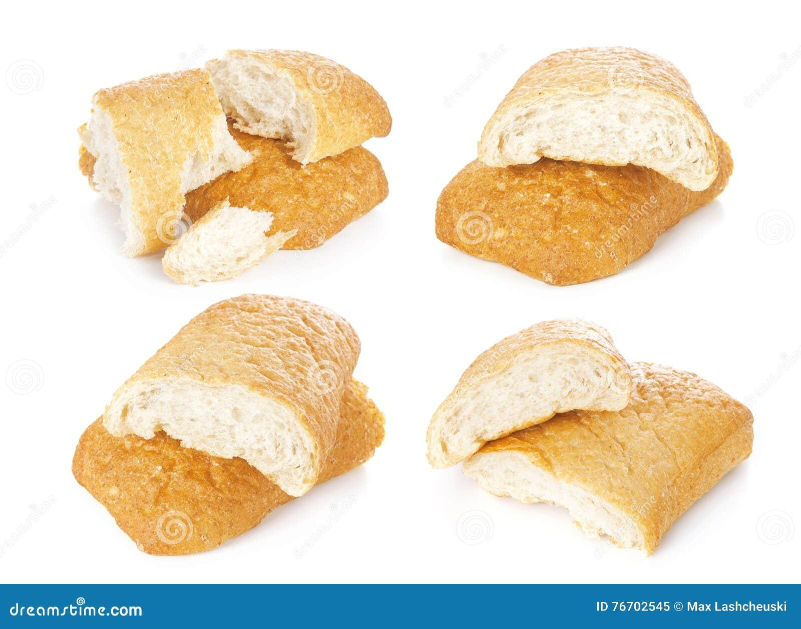 Stycke av ciabattaen, italienskt bröd som isoleras på vit bakgrund