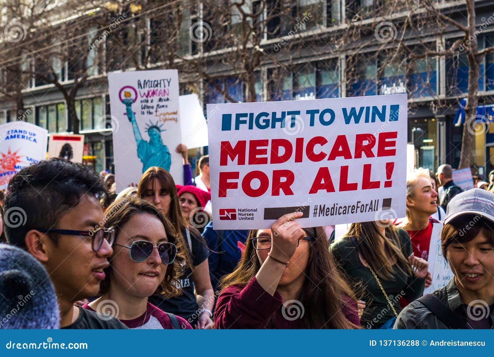 Styczeń 19, 2019 San Francisco, CA, usa/- kobieta marszów Medicare dla wszystkie «znaka