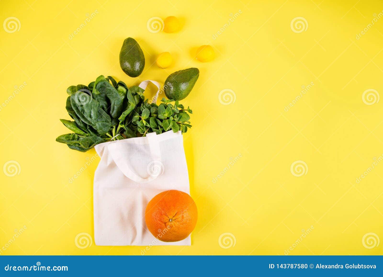 Style étendu plat de fruits et légumes