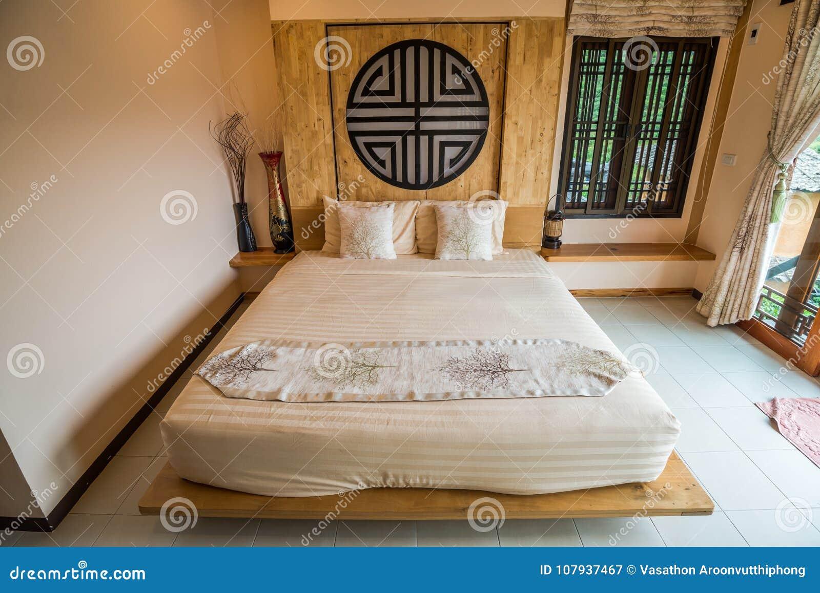 Style Chinois De Chambre à Coucher Avec La Décoration En Bois
