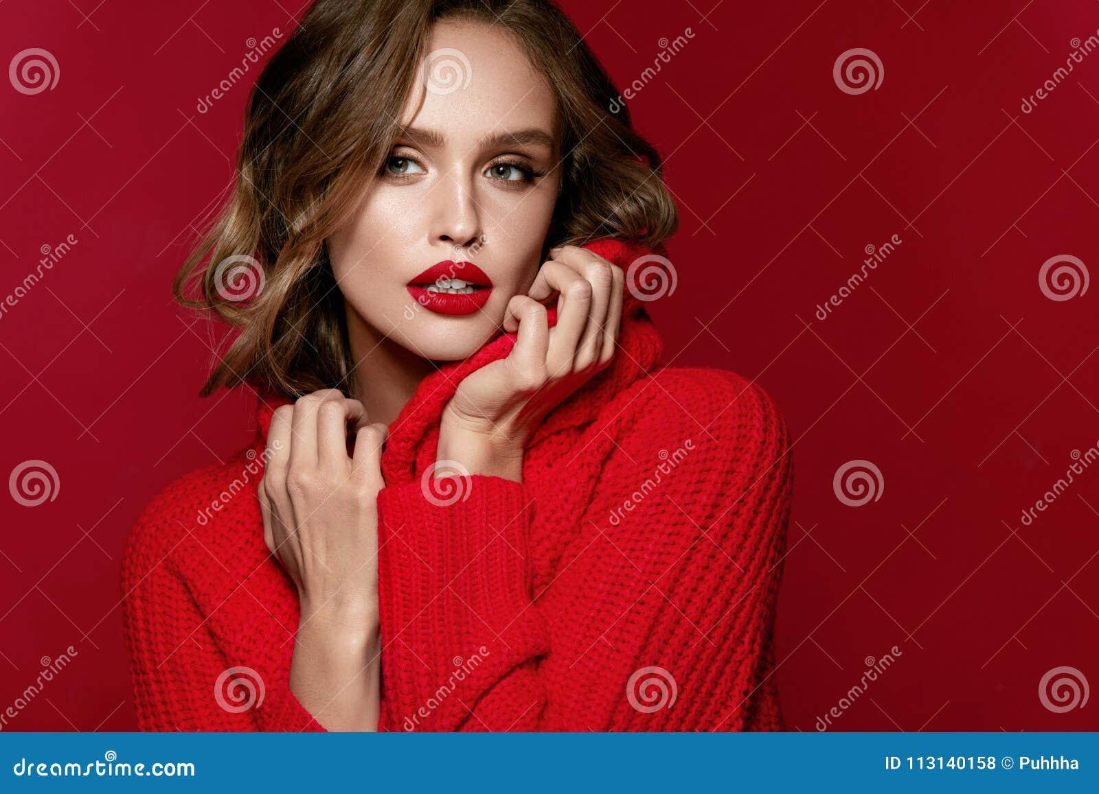Style de femme With Beautiful Makeup modèle féminin et coiffure