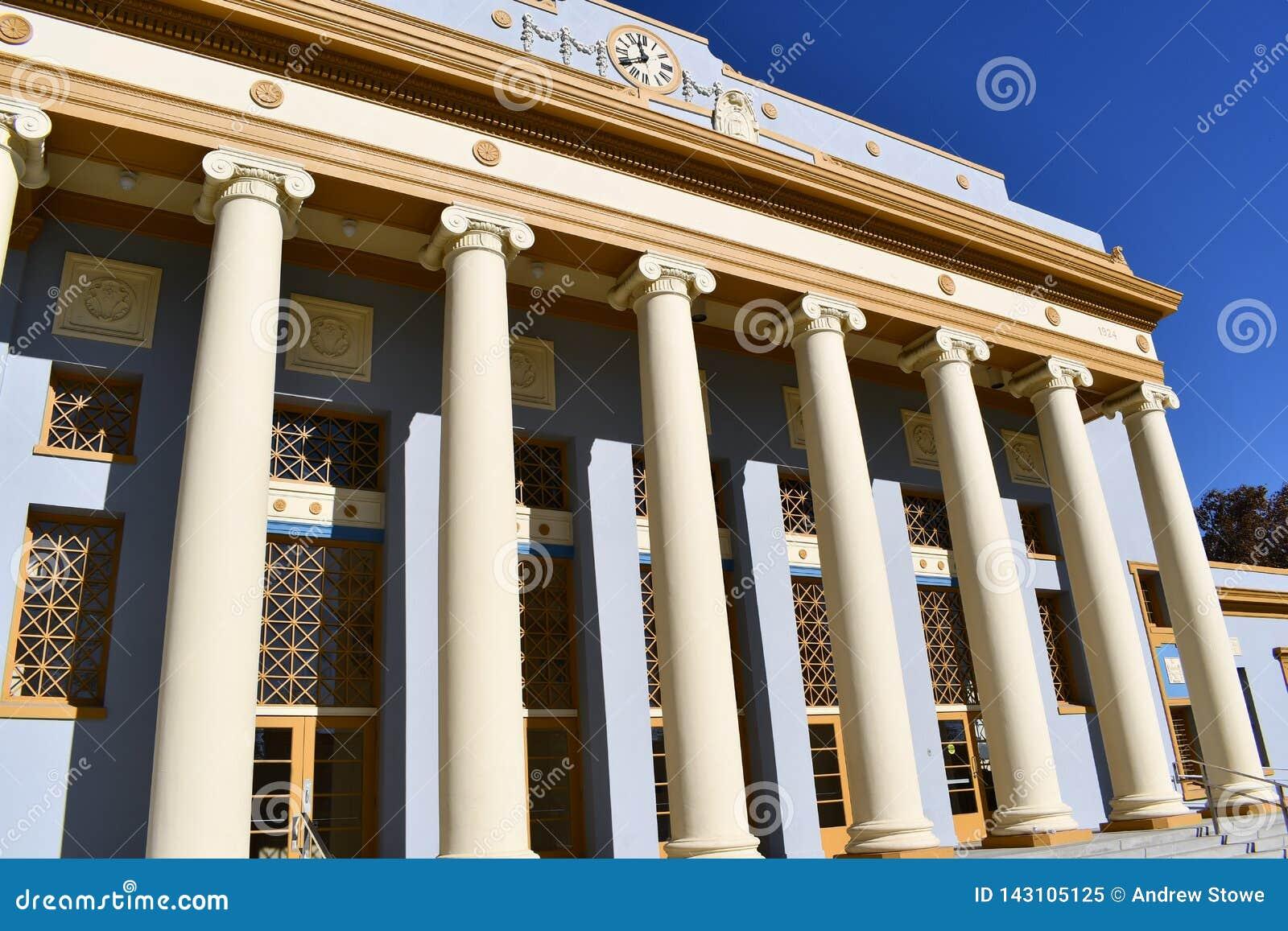 Style de Roem des colonnes sur un bâtiment La colonnade est maintenue dans le style corinthien, ressemblant à un temple