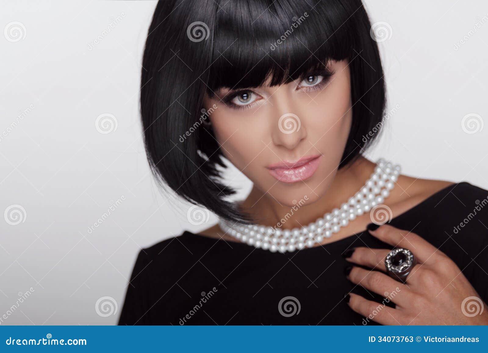 Style De Vogue. Coupe De Cheveux De Mode. Coiffure. Photos stock ...