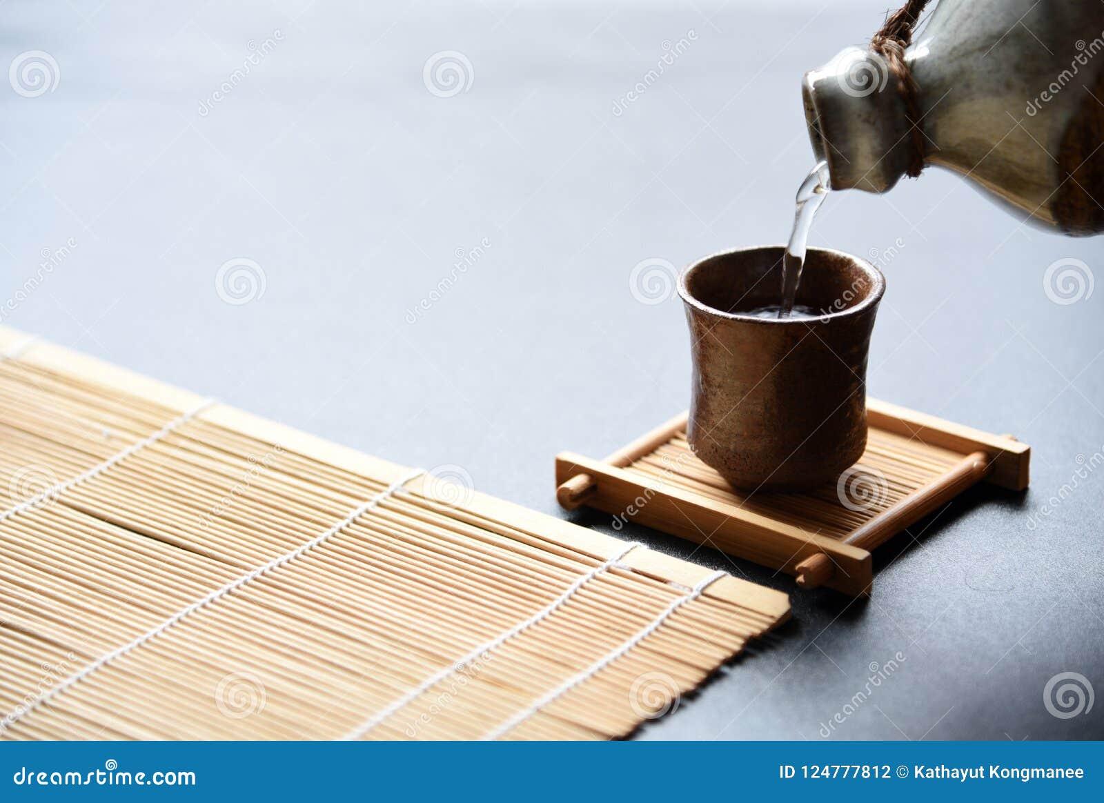 Style oriental de boissons de saké japonais