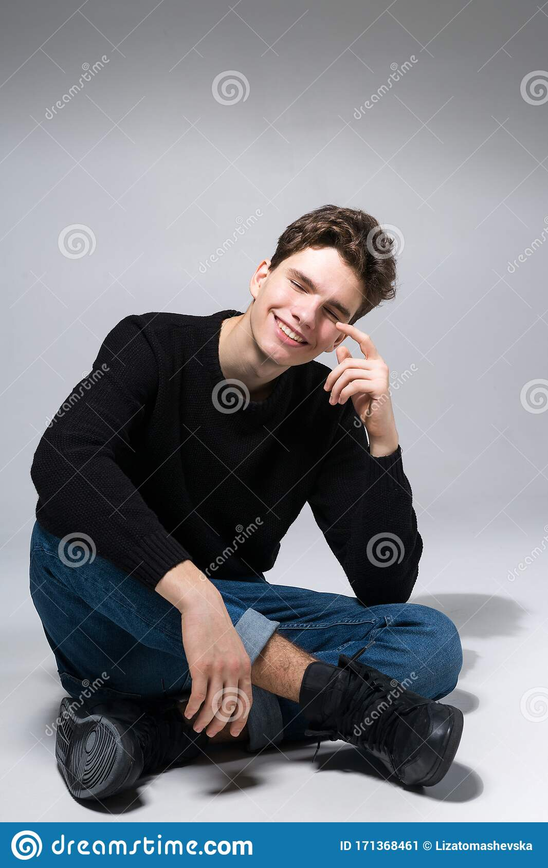 665 Cool Male Model Sitting Floor Photos Free Royalty Free Stock Photos From Dreamstime