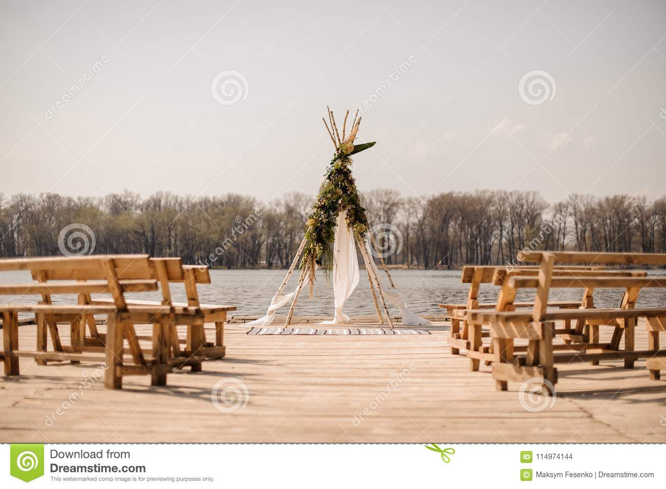 Fine Stylish Open Space For European Wedding Ceremony With Wooden Ibusinesslaw Wood Chair Design Ideas Ibusinesslaworg