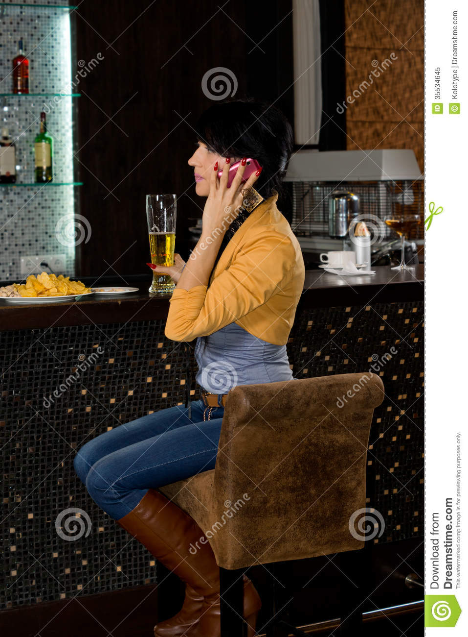 Stylish woman sitting at a bar counter royalty free stock for Mobel stylisch