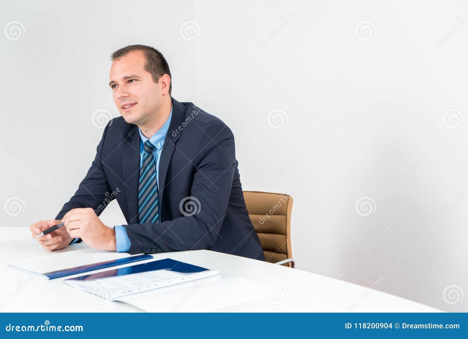 Stylo de participation exécutif d homme d affaires, smoking de port et lien Conf