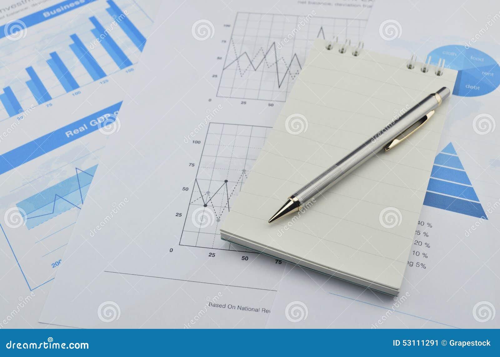 Stylo Et Carnet Sur Le Diagramme Et Le Graphique