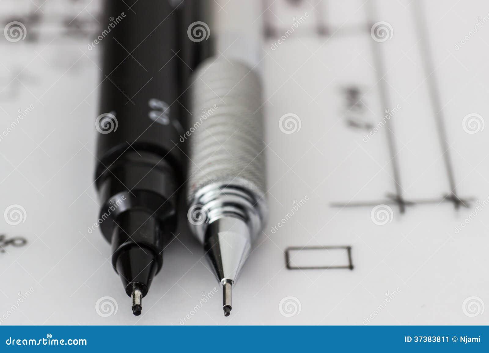 stylo et crayon techniques sur le dessin image stock image 37383811