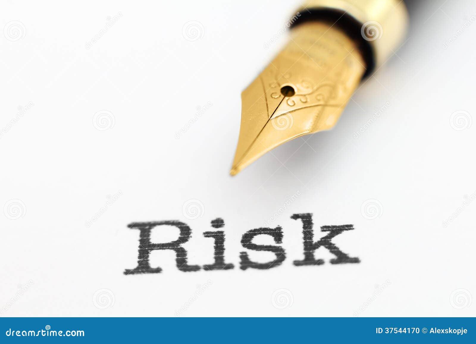 Stylo-plume sur le texte de risque