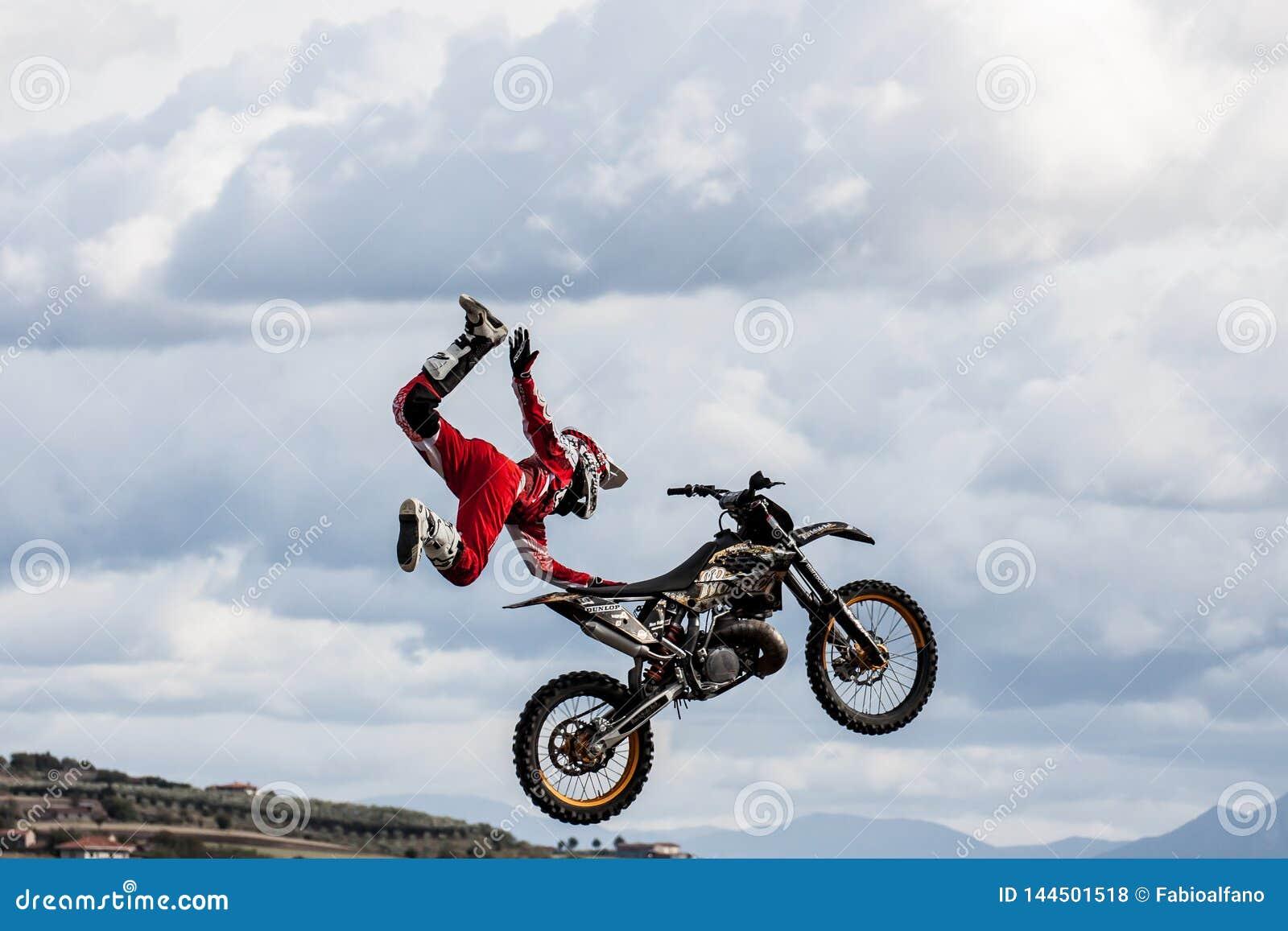 Stylu wolnego motocross przedstawienie
