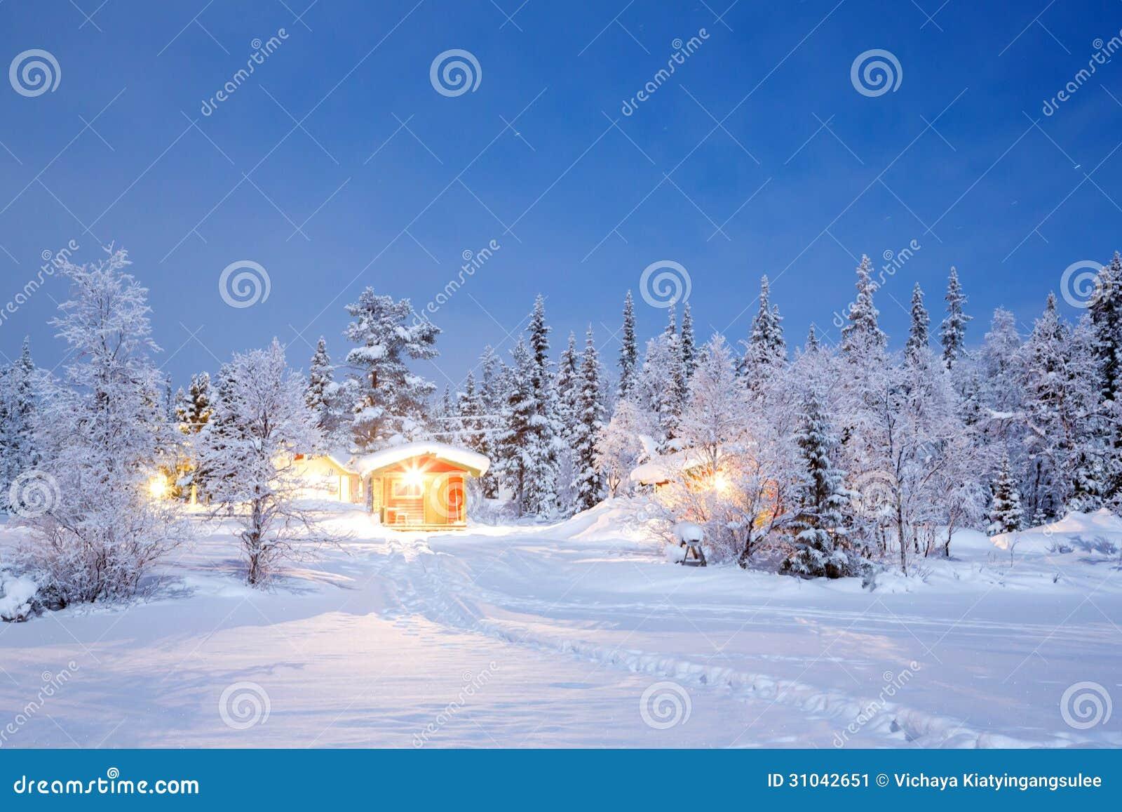 Suécia de Lapland da noite do inverno