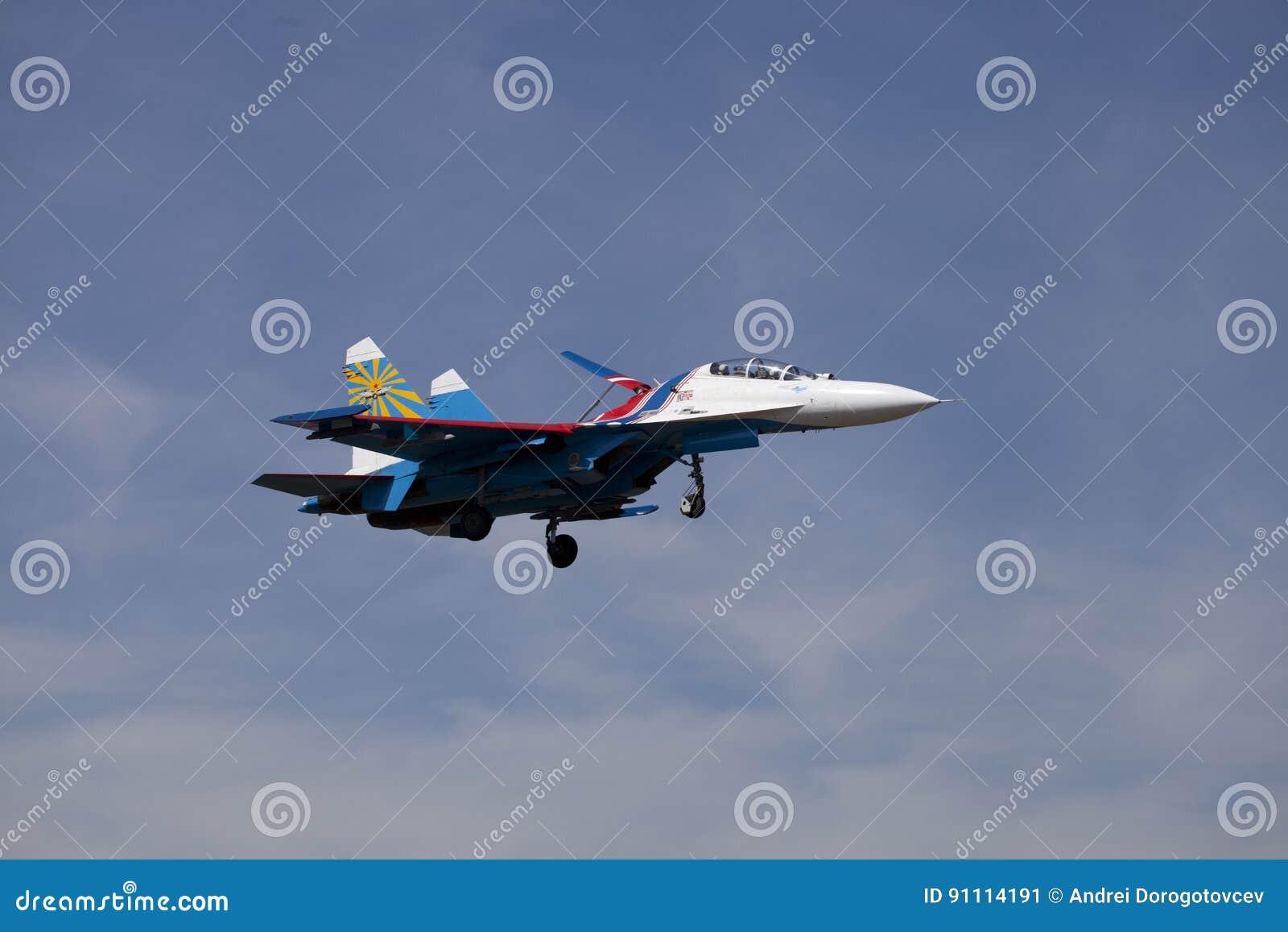 Su-27 samolot aerobatic drużynowi Rosyjscy rycerze