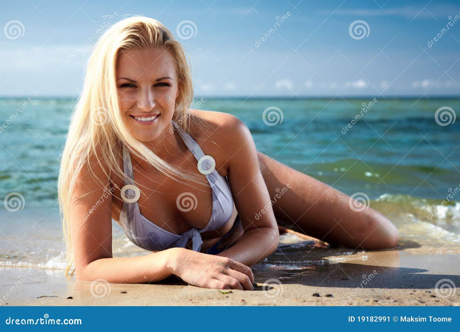 Su una spiaggia