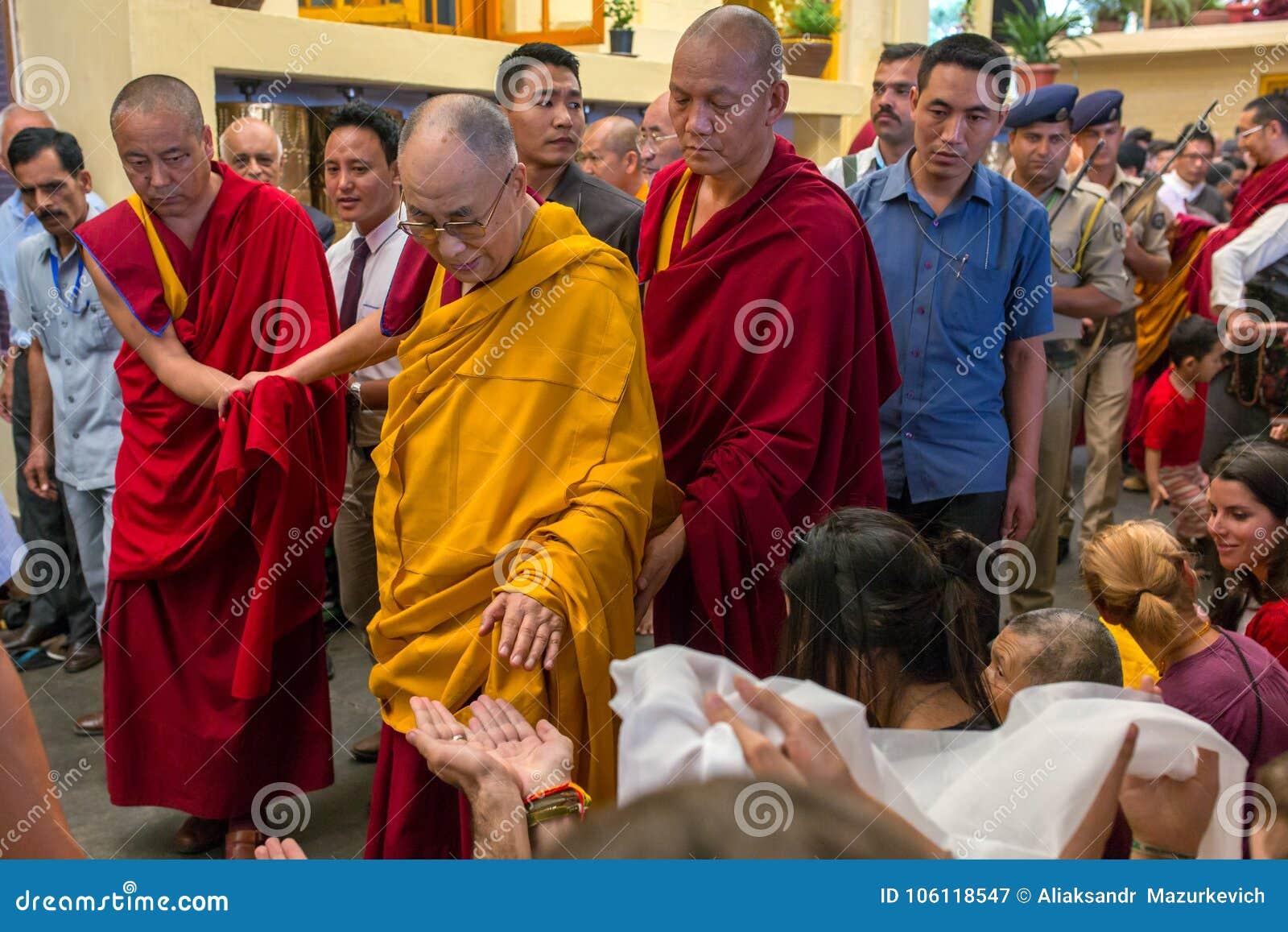 Sua santidade os 14 Dalai Lama Tenzin Gyatso dá ensinos em sua residência em Dharamsala, Índia