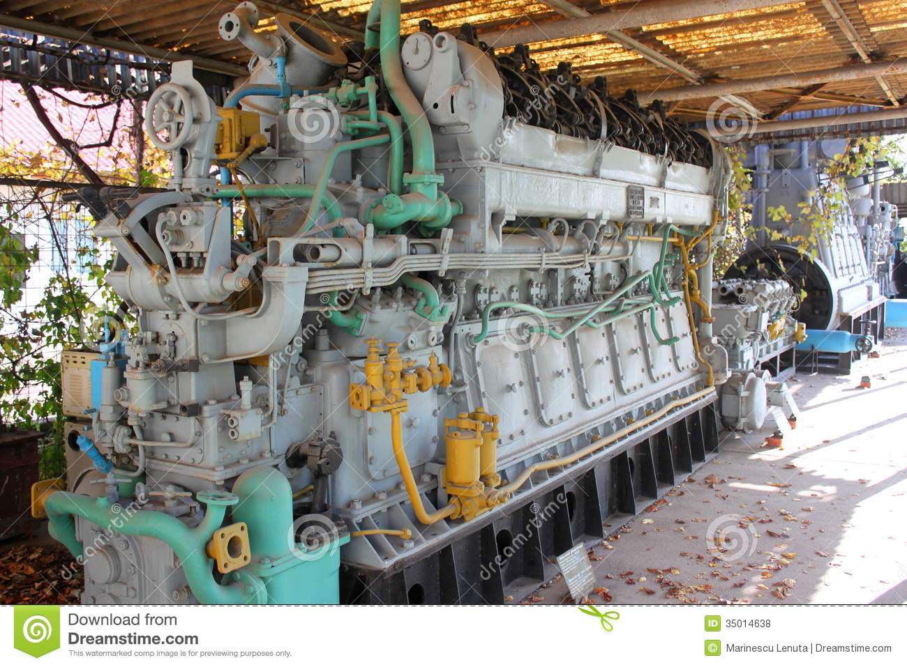 Submarine engine