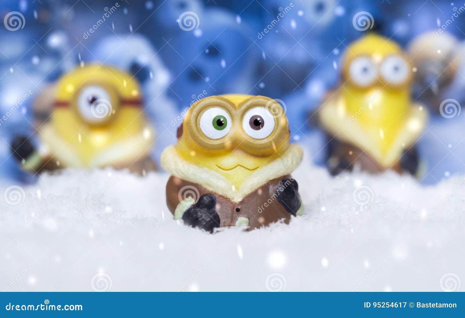 Subordonnés de jouet dans la neige