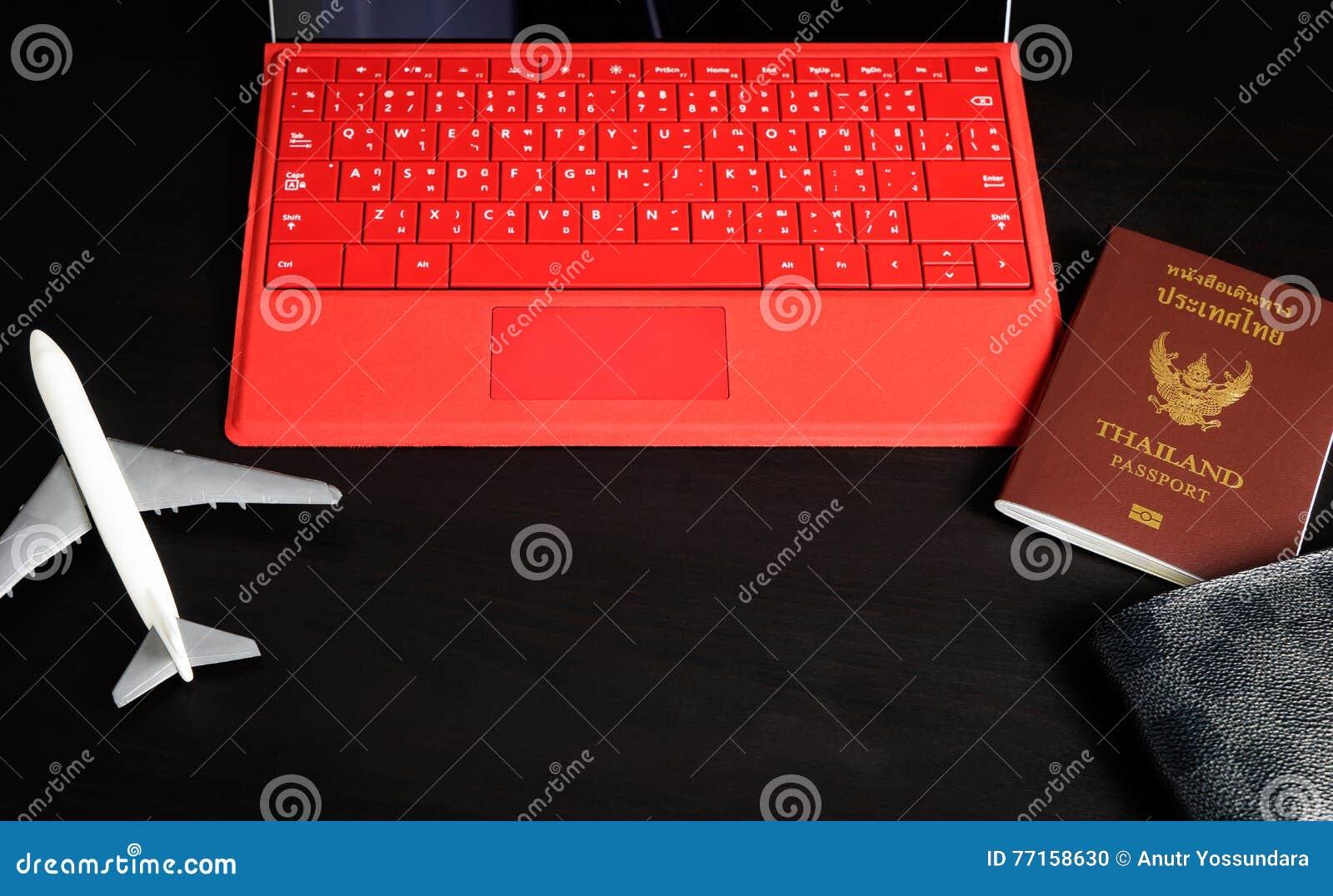 Substance de préparation de voyage d affaires avec l ordinateur d avion de passeport