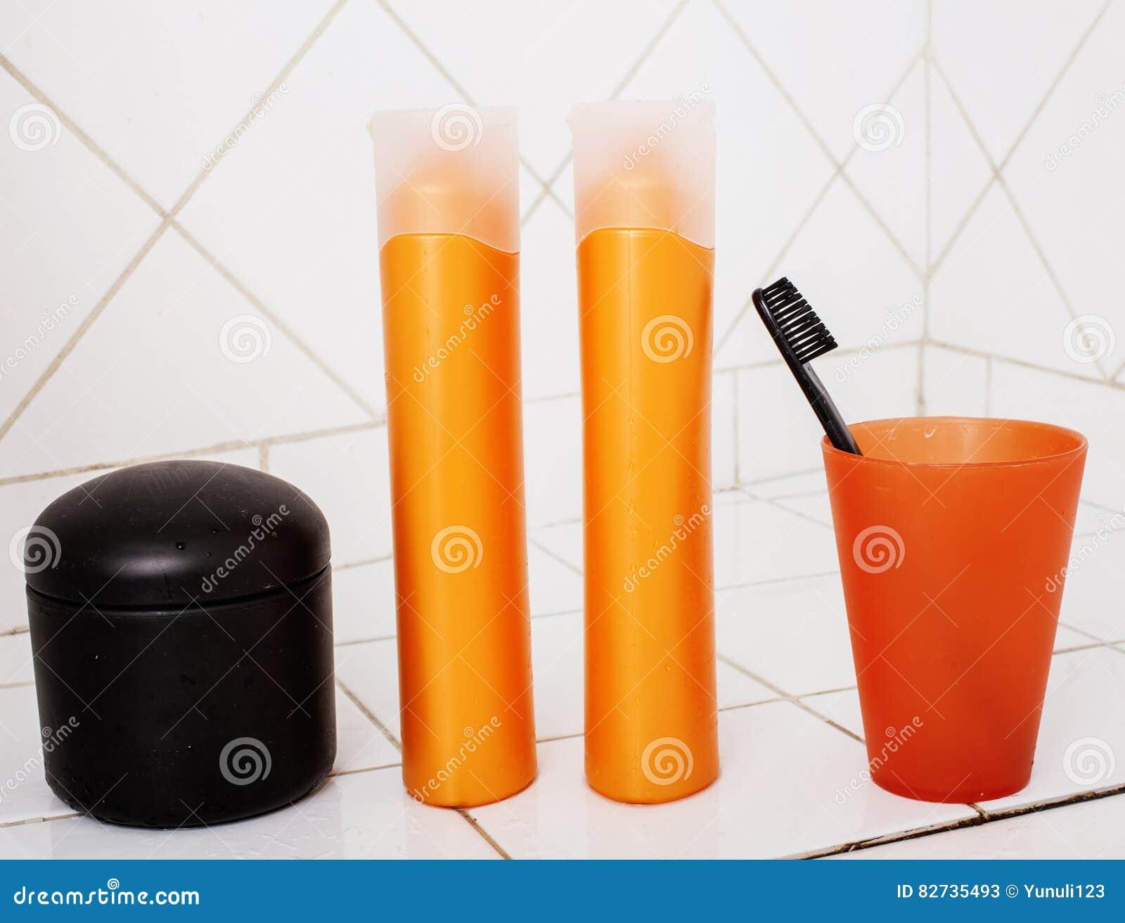 Substance Habituelle Dans La Salle De Bains, Shampooing, Accessoires ...