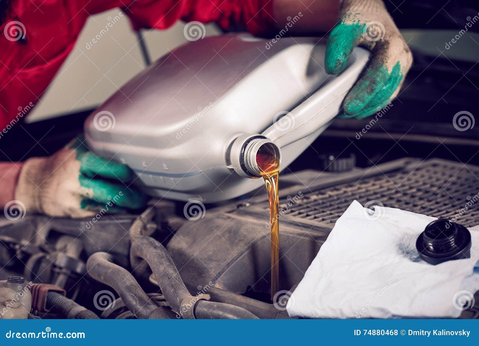 Substituição do óleo do carro do automóvel