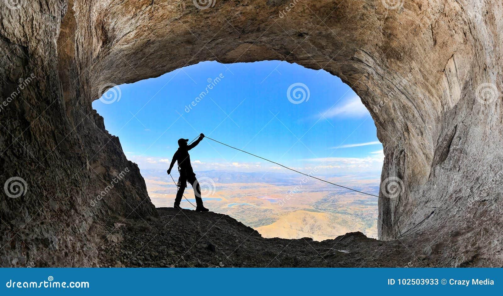 Succès de montée de crête de caverne