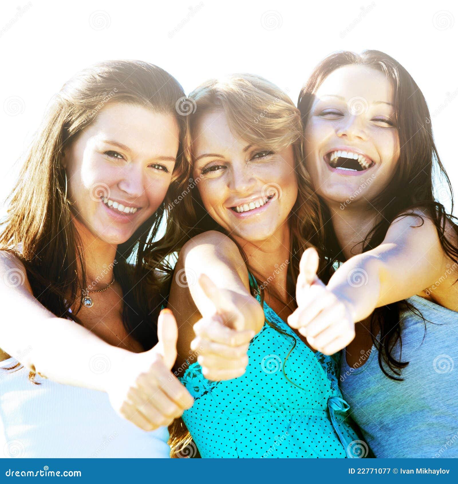 Три подружки и мужчина 1 фотография