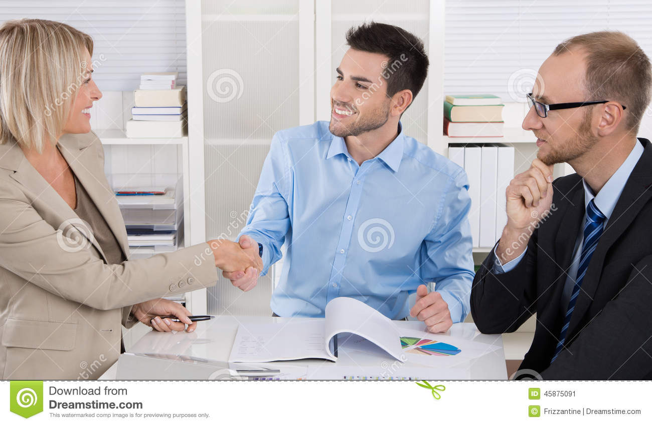 Wondrous Successful Business Team Sitting Around A Table In A Meeting Beutiful Home Inspiration Ommitmahrainfo