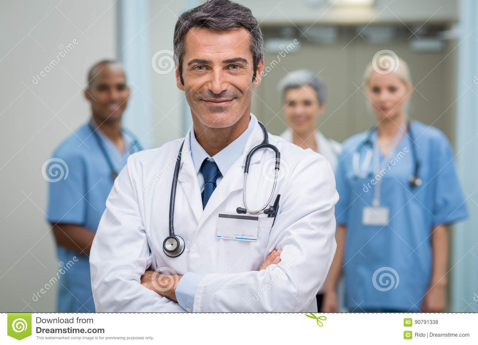 Succesvolle arts en zijn personeel