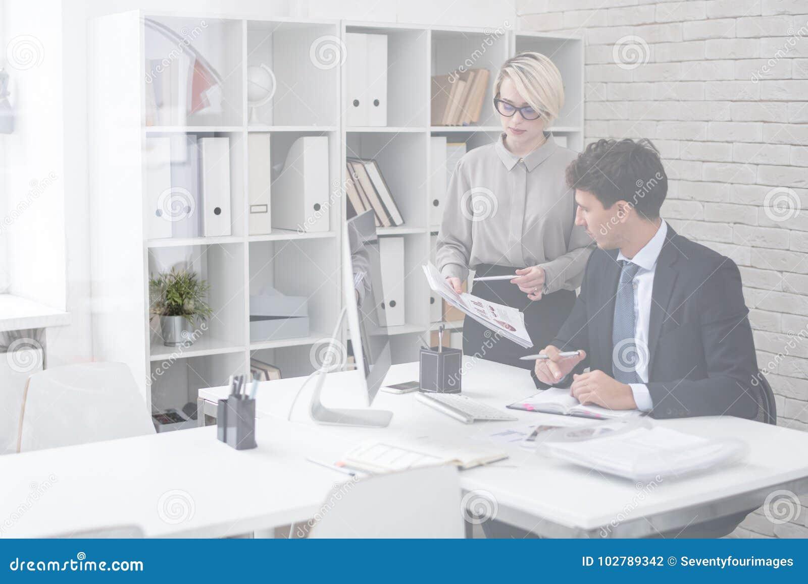 Succesvolle Zakenman met Secretaresse