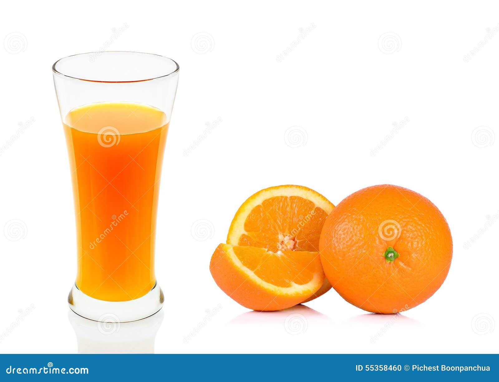 Succo d arancia di vetro isolato sui precedenti bianchi