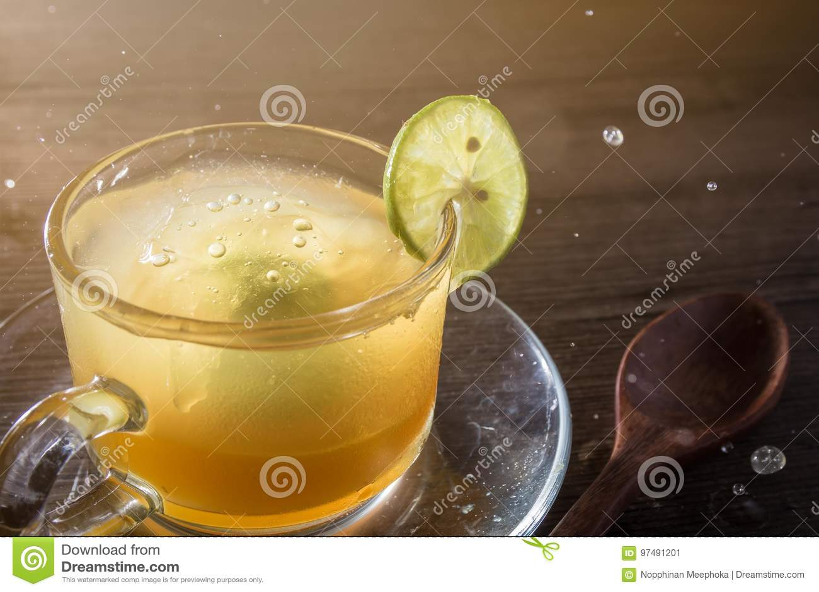 Succo di limone e del miele in di cristallo