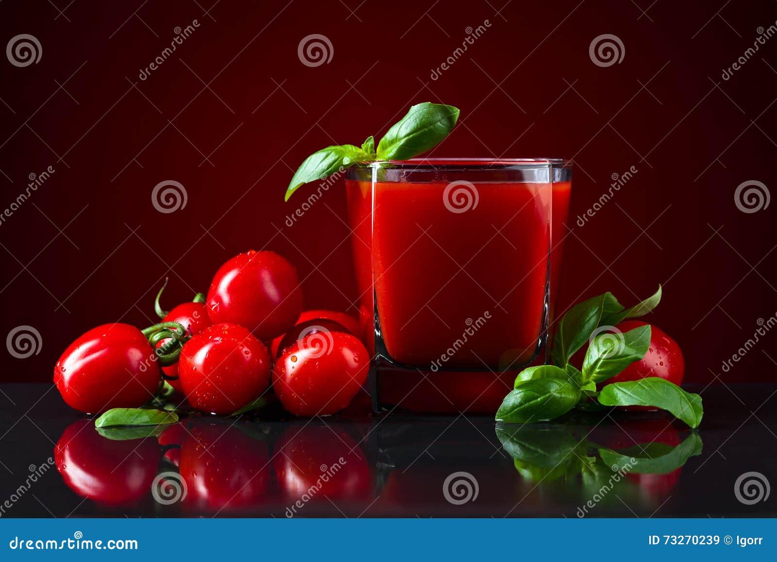 Succo di pomodoro con basilico