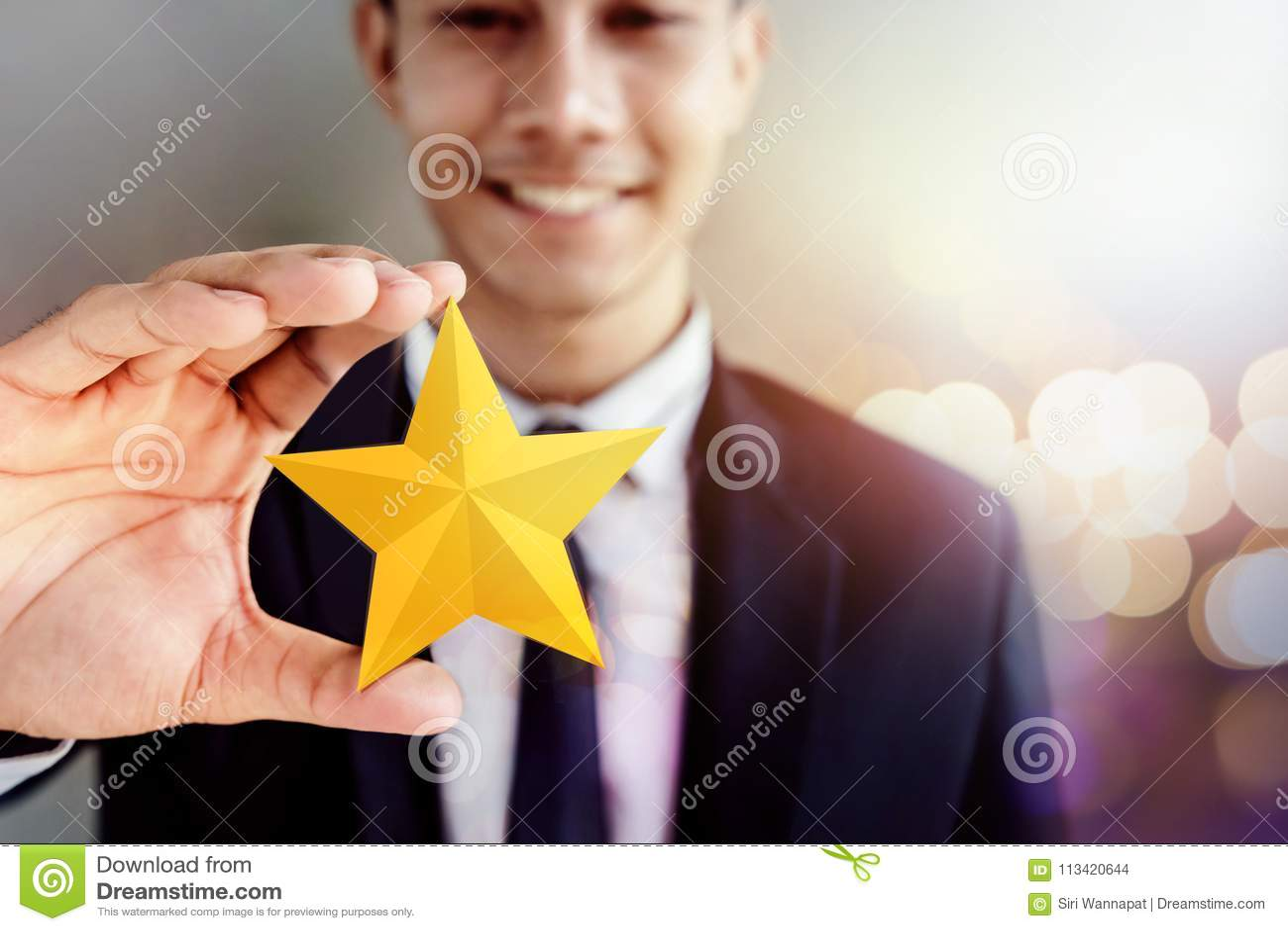 Sucesso no negócio ou no conceito pessoal do talento Businessma feliz