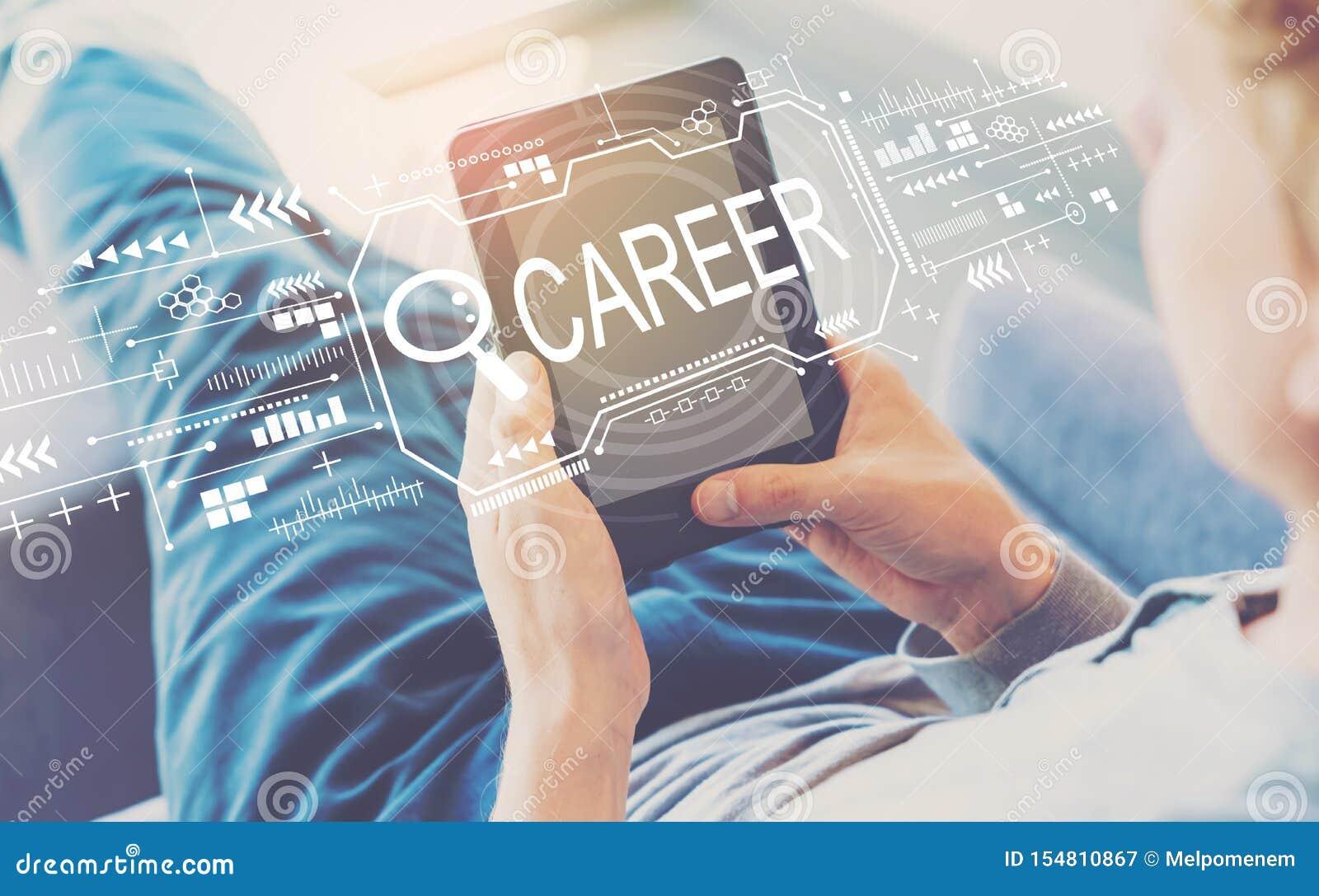 Suchen des Karrierethemas mit Mann unter Verwendung einer Tablette