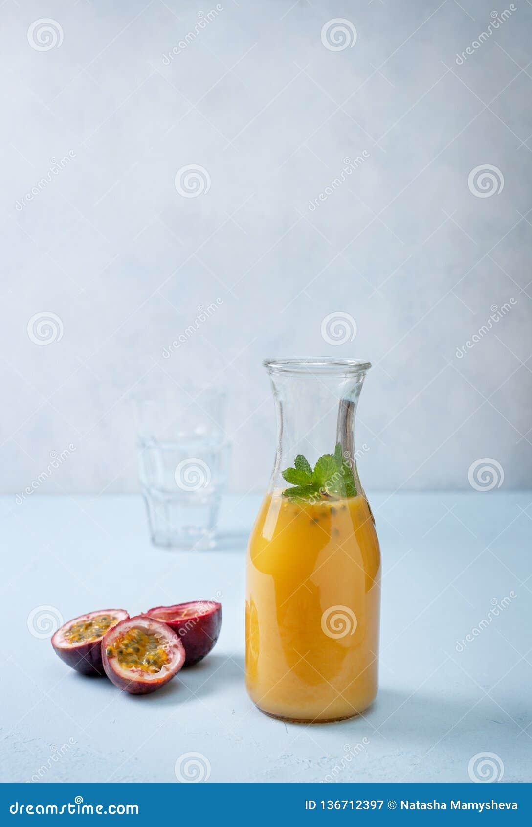 Suco com fruto de paixão