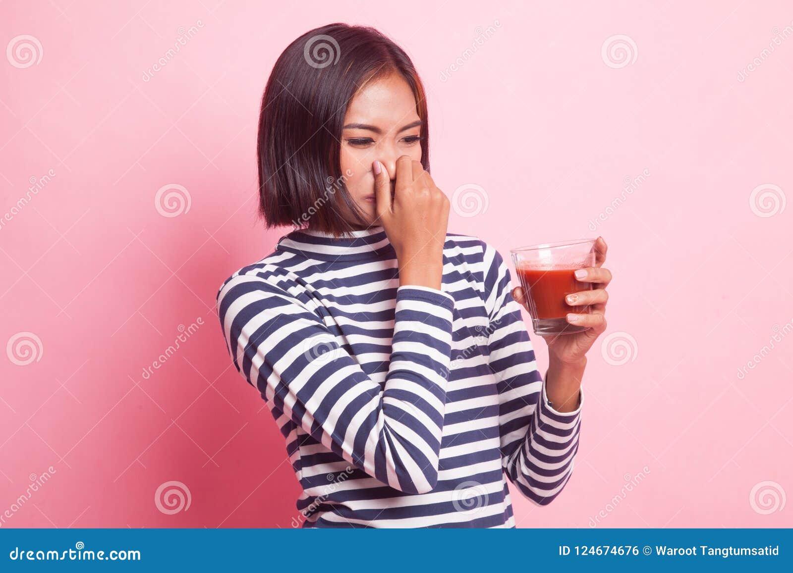 Suco de tomate asiático novo do ódio da mulher