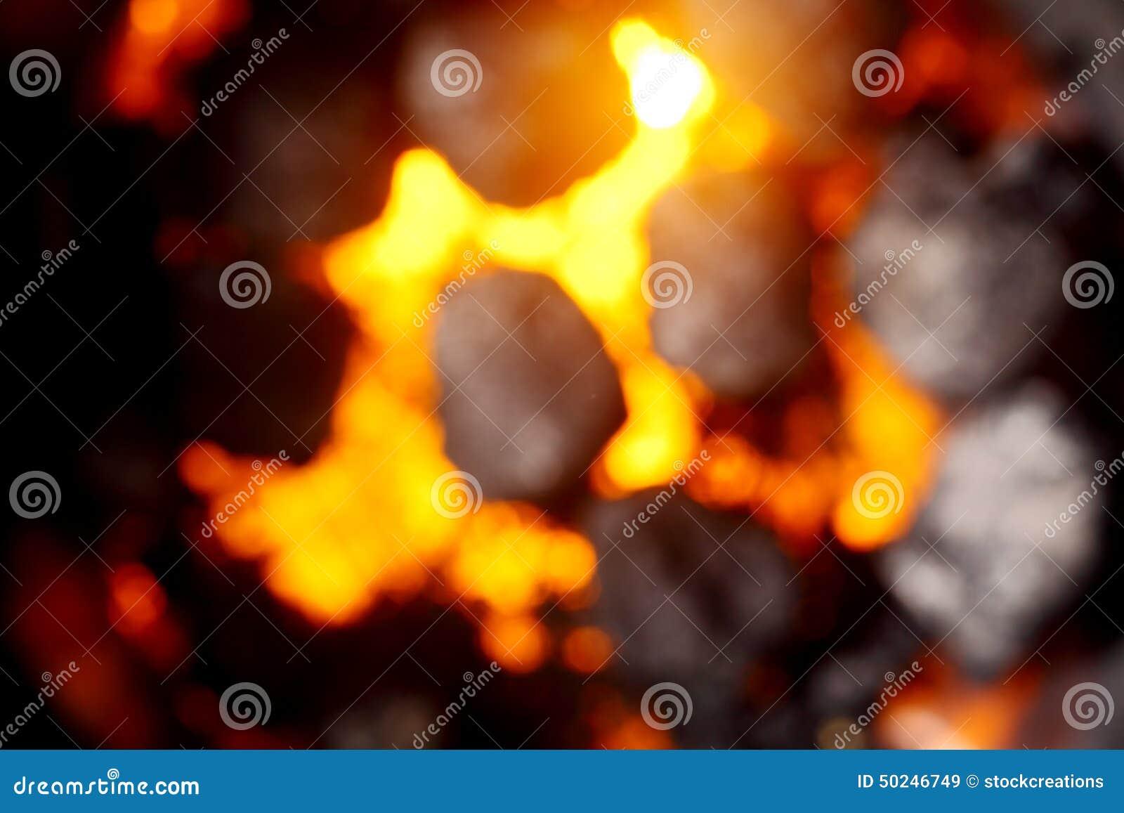 Suddig bakgrund av varma glödande kol