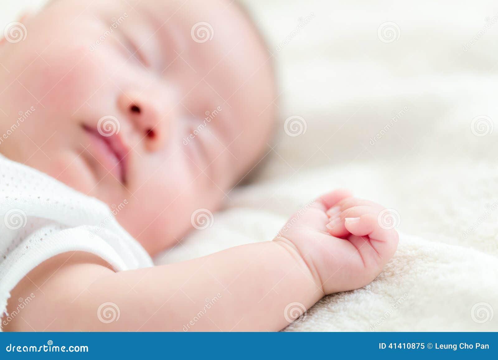 Sueño asiático del bebé