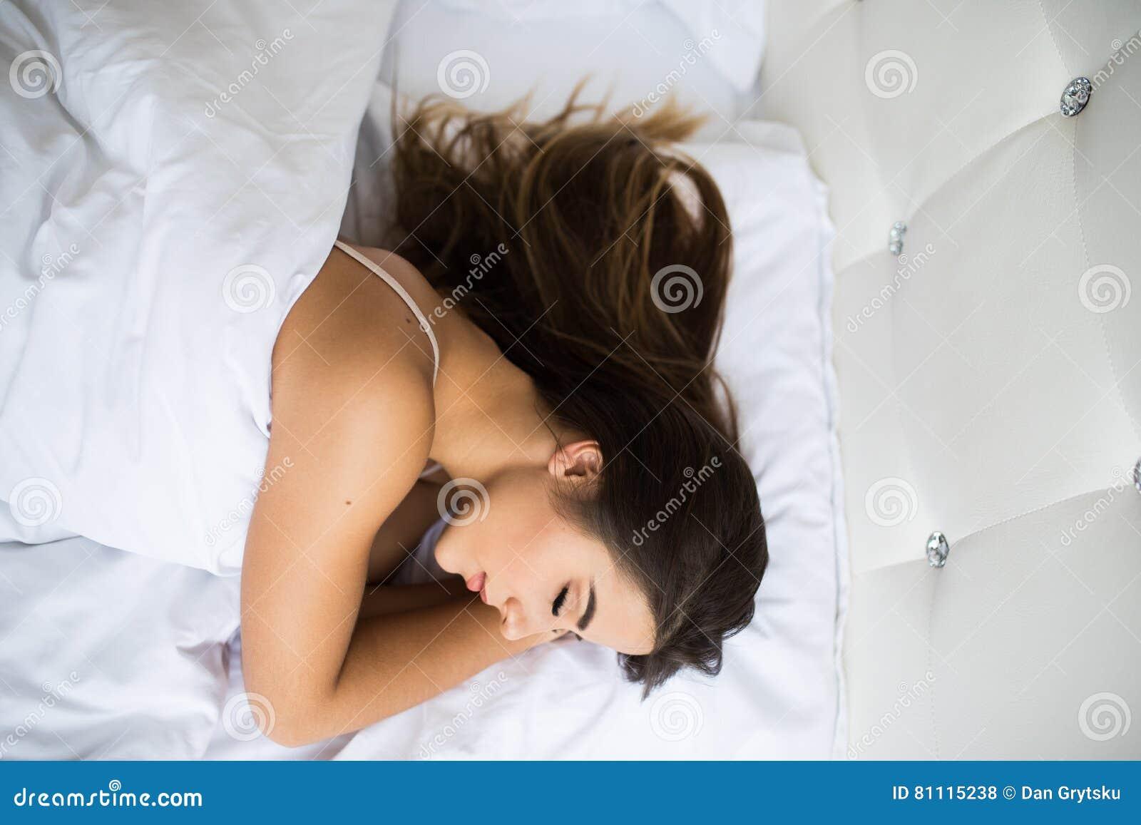 Sueño de la mujer en cama