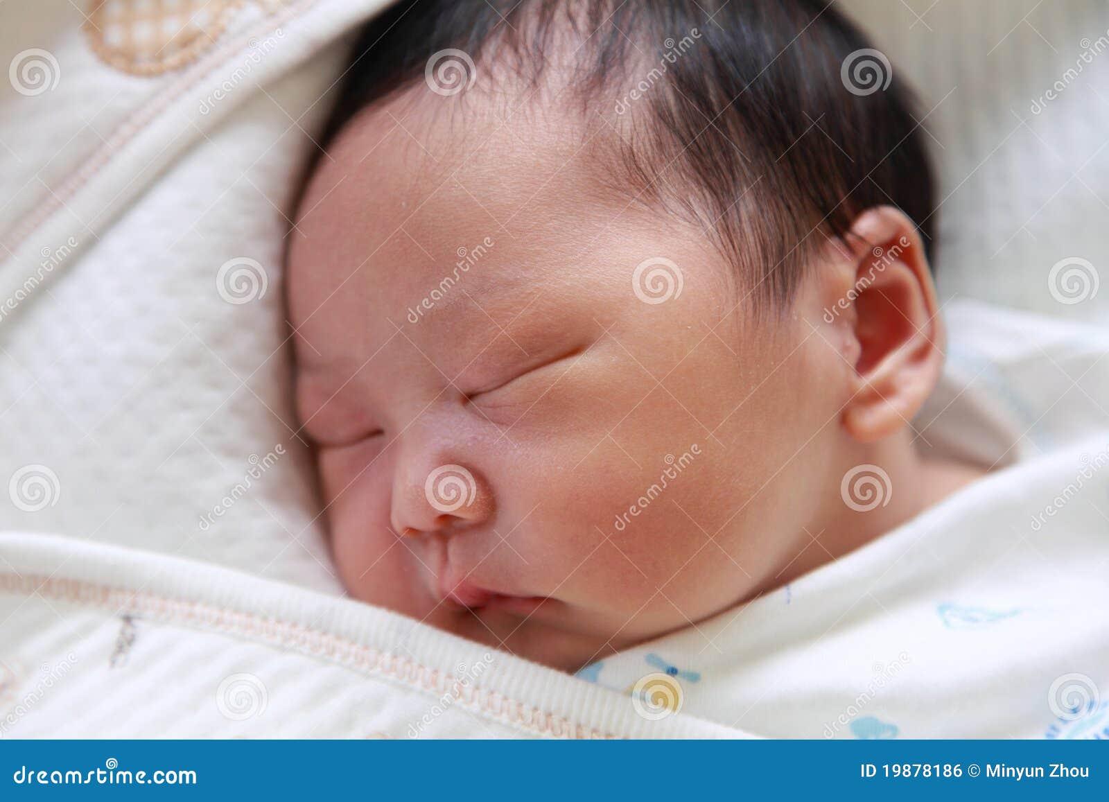 9e400807bc53de Sueño Recién Nacido Del Bebé Foto de archivo - Imagen de sueño ...