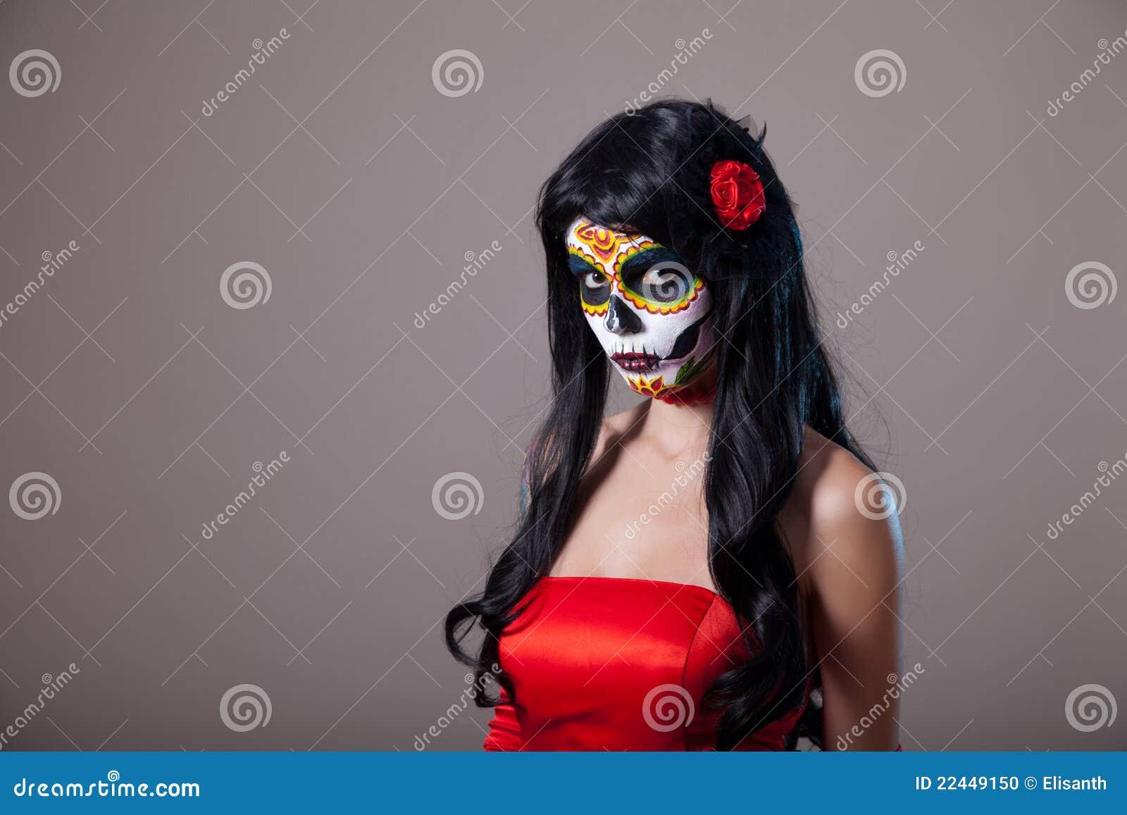 Фото девушек с маской черепа