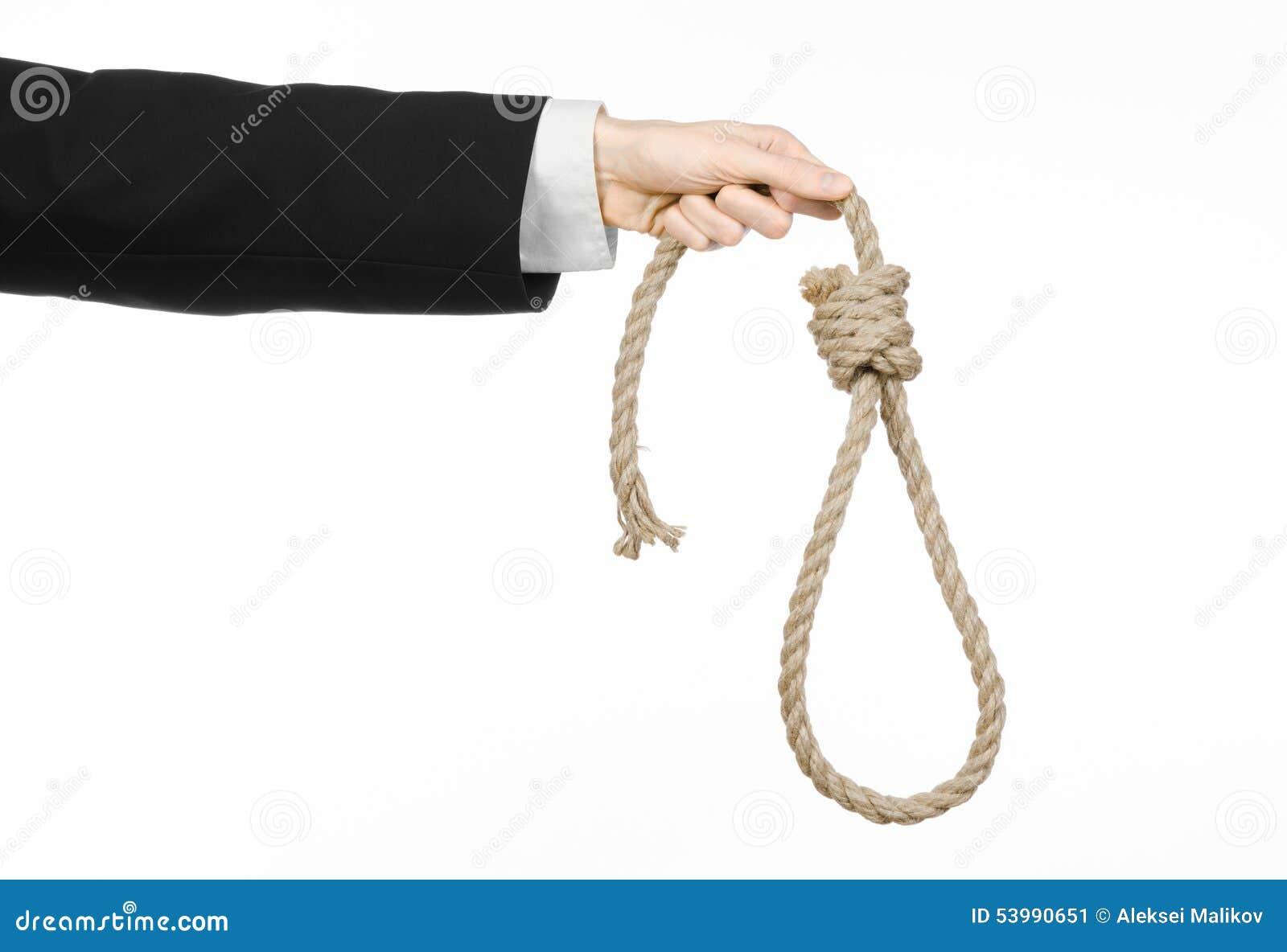 Sujet de suicide et d affaires : Main d un homme d affaires dans une veste noire jugeant une boucle de corde pour accrocher sur l