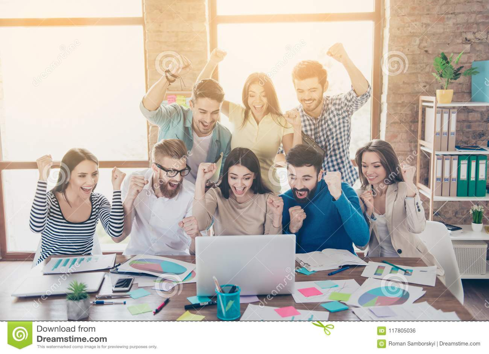 Sukces i drużyny pracy pojęcie Grupa partnery biznesowi z r