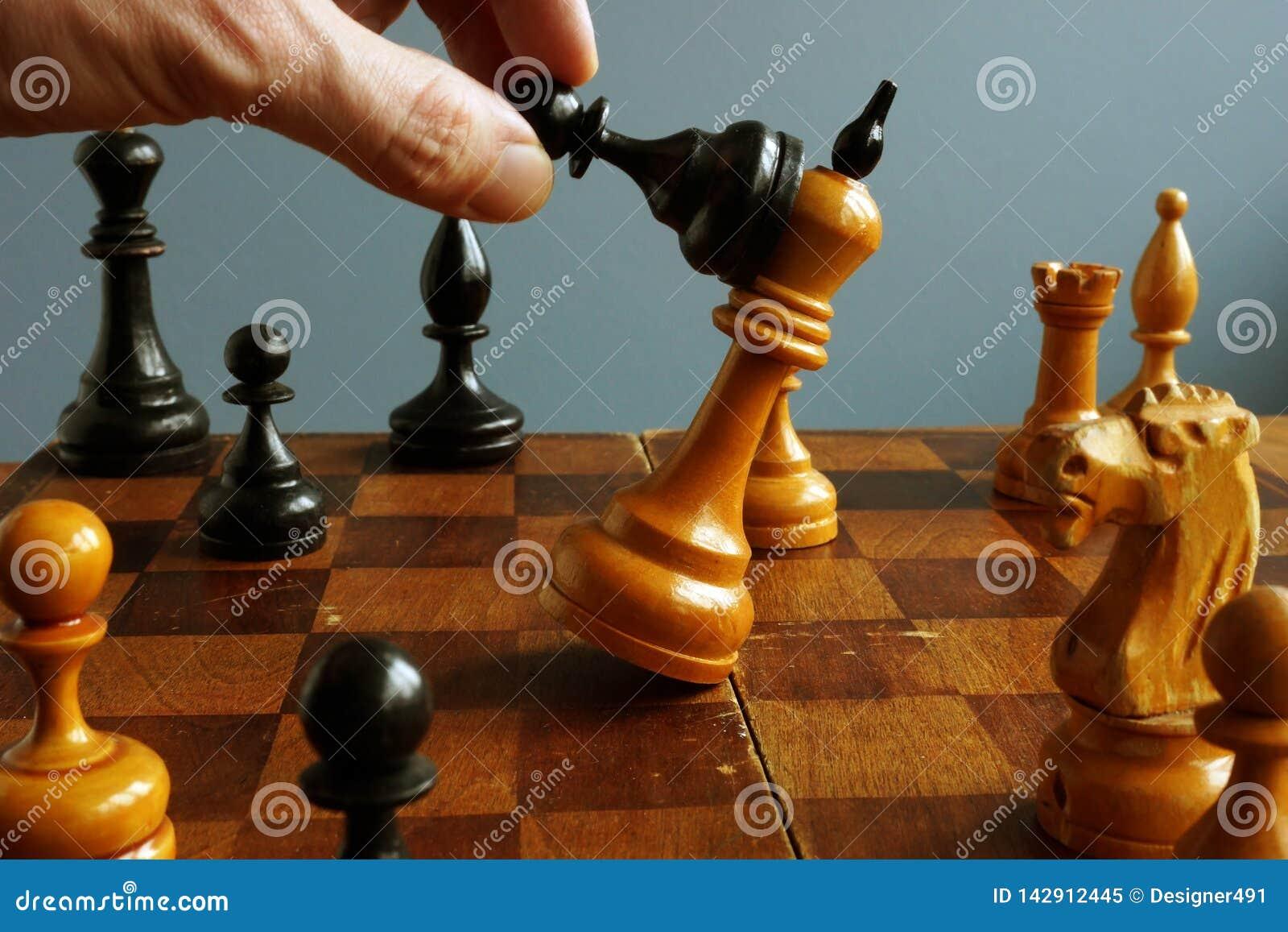 Sukces w biznesie i konfrontacja w rywalizacji Pionek wygrywa królewiątko
