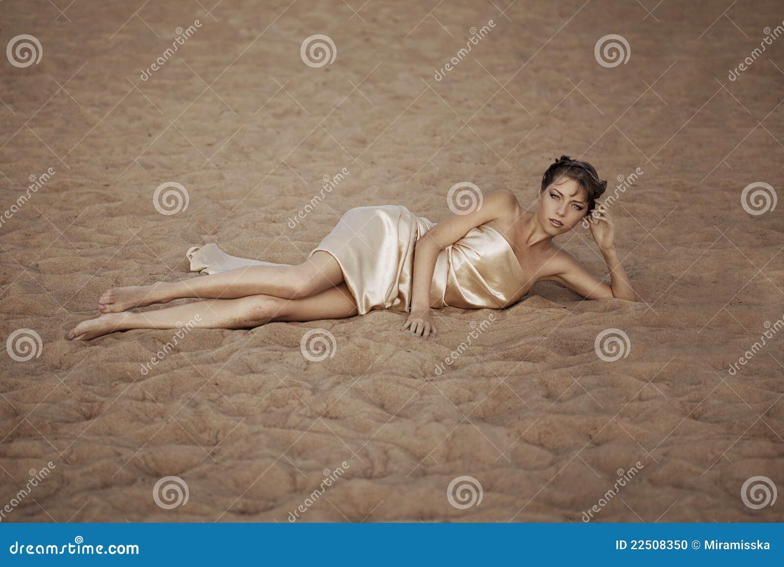 Sukienna latająca złocista kobieta