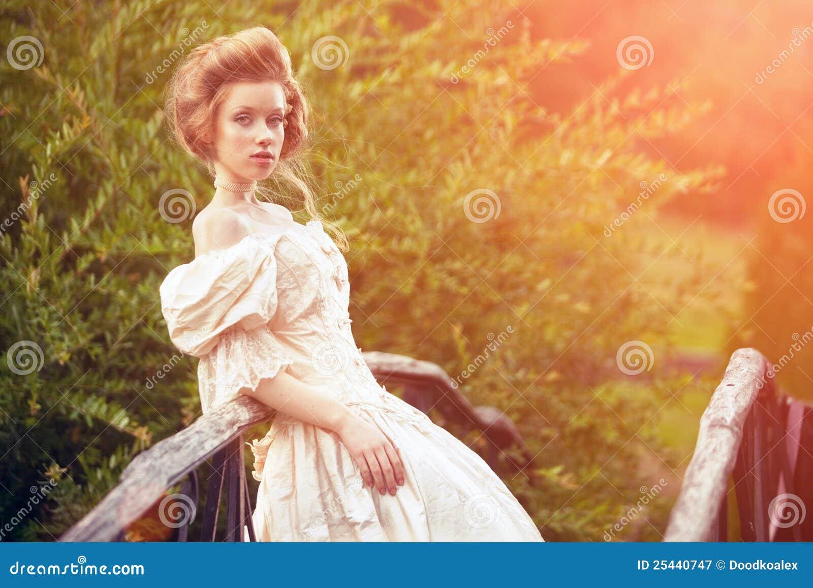 Suknia jak princess rocznika kobieta